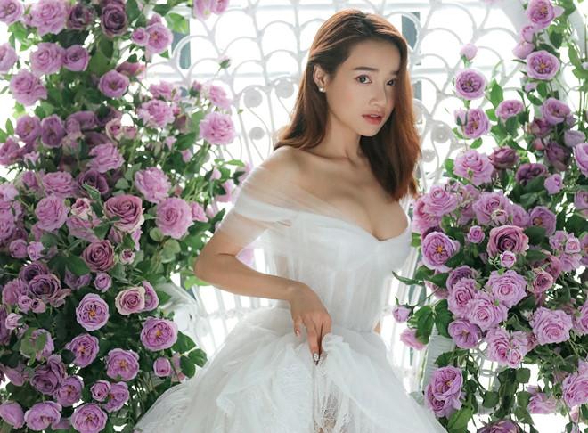 Nhã Phương khoe nhan sắc 'mòn con mắt' sau 1 năm kết hôn với Trường Giang 3