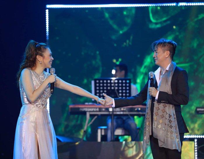 Biểu cảm lạ của Phan Mạnh Quỳnh khi được Mỹ Tâm hôn 3