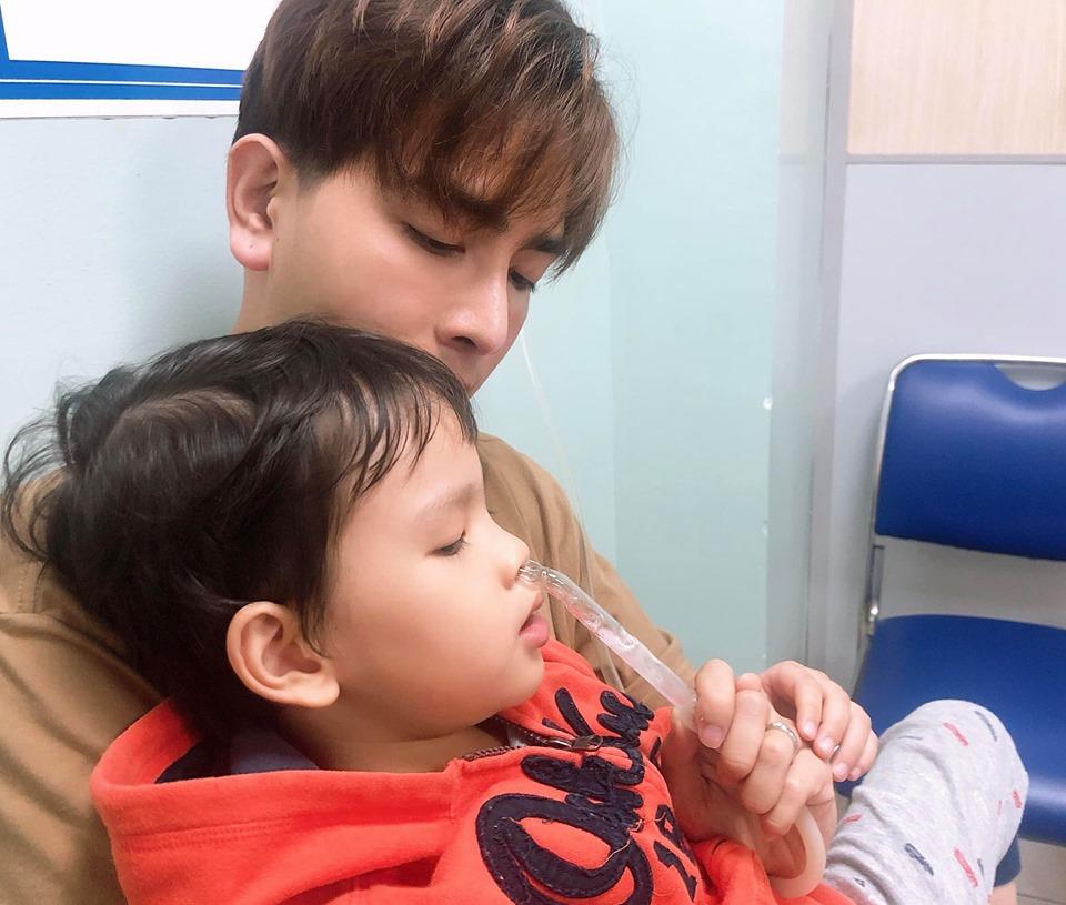 Con trai Thu Thủy nhập viện, hành động của Kin Nguyễn gây chú ý 2
