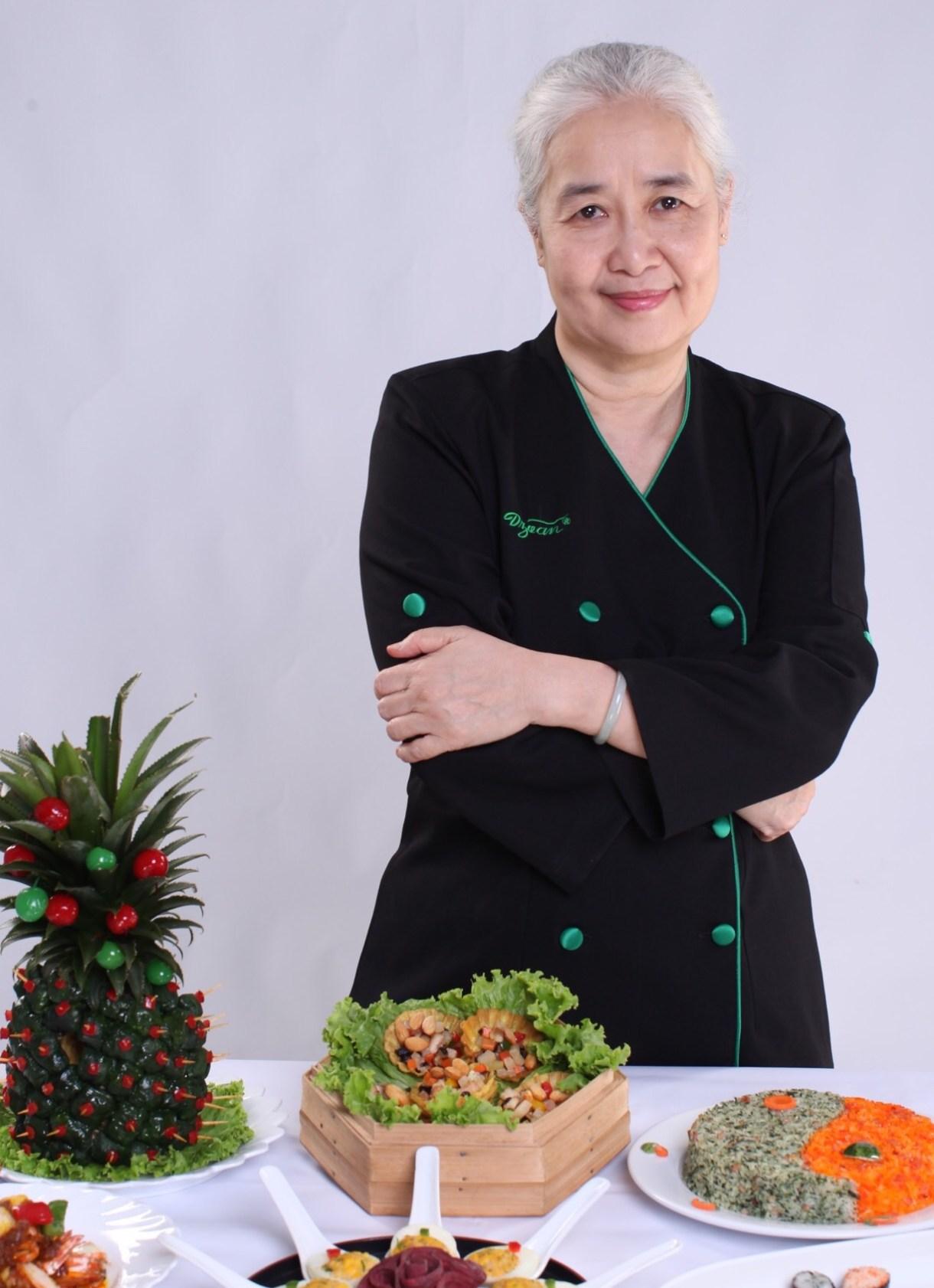 Những điều ít biết chuyên gia ẩm thực Nguyễn Dzoãn Cẩm Vân - người vừa xuống tóc quy y 3