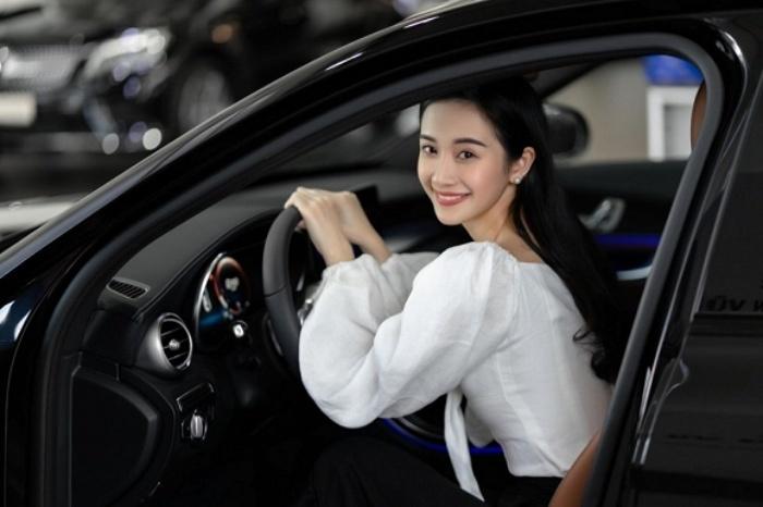 Jun Vũ 'chơi lớn' tậu siêu xe hơn 2 tỷ đồng nhân dịp tuổi mới 4
