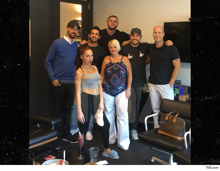 https://i2.wp.com/media.tmz.com/2017/09/15/0915-danielle-bregoli-signs-with-atlantic-records-tmz-4.jpg?w=1060&ssl=1