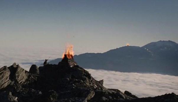 Beacons of Gondor, smoke, fire, social media, Toby Elwin
