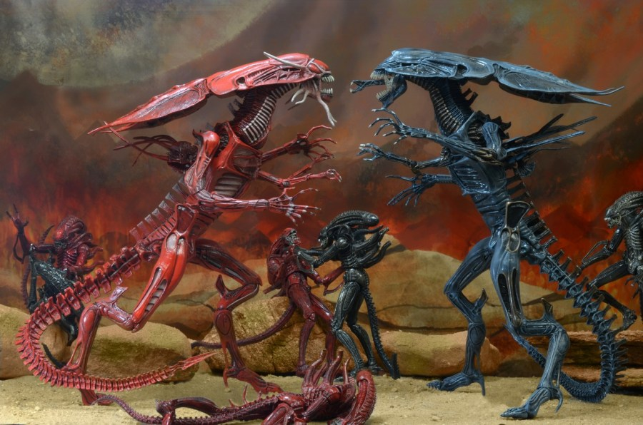 NECA Closer Look  Aliens Genocide Red Queen Mother Ultra Deluxe     1300x Red Queen1
