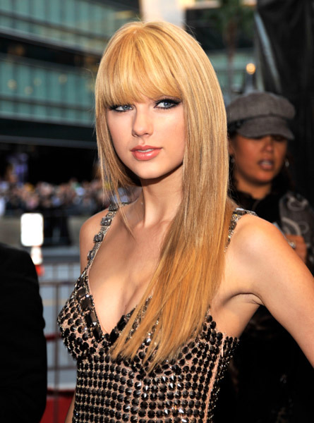 Taylor Swift Straight Hair Look - AMA's 2010