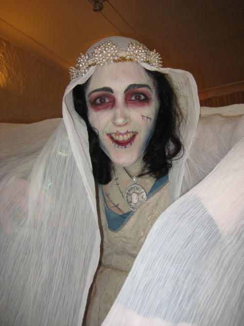 Corpse bride Michelle, who did such a great job with my makeup (not to mention her own!)