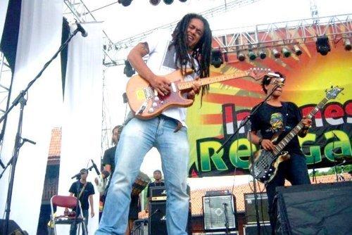 "Ray D'Sky - Indonesian reggae festival 2011 : ""One love, one heart"""