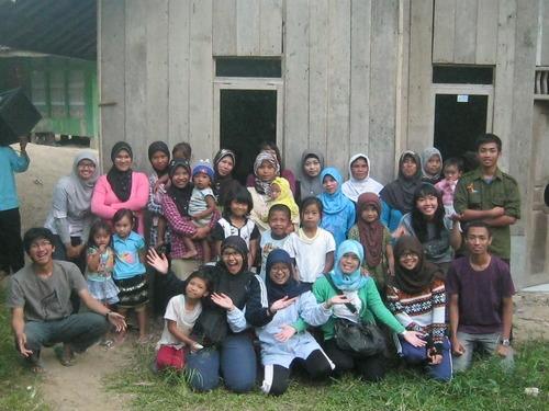 Foto Bersama Ibu-Ibu Huriput