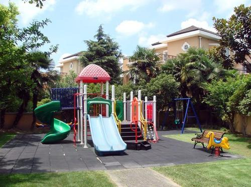 Playground at Windsor Court, image from Windsor Renaissance homepage