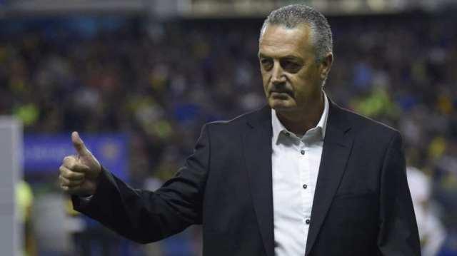 Boca: Alfaro haría diez cambios para recibir a Huracán