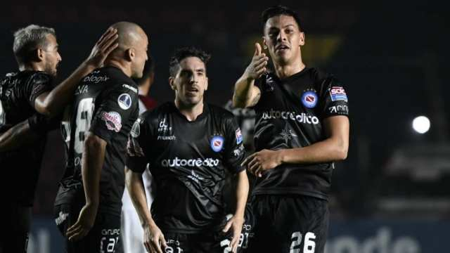 Copa Sudamericana: Argentinos golpeó a Colón en Santa Fe