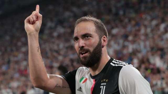 Italia: Gol de Higuaín y final inexplicable en la victoria de Juventus ante Napoli