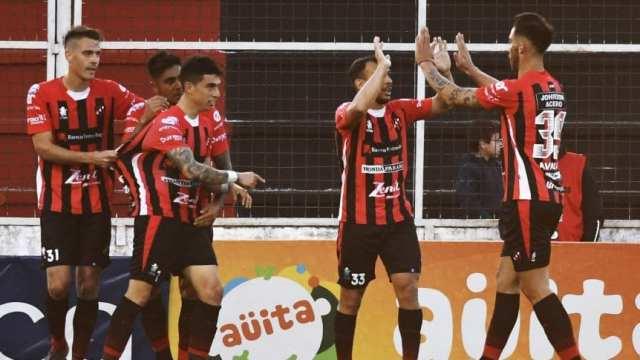 Superliga: Independiente fue golpeado por un Patronato que cada vez respira más