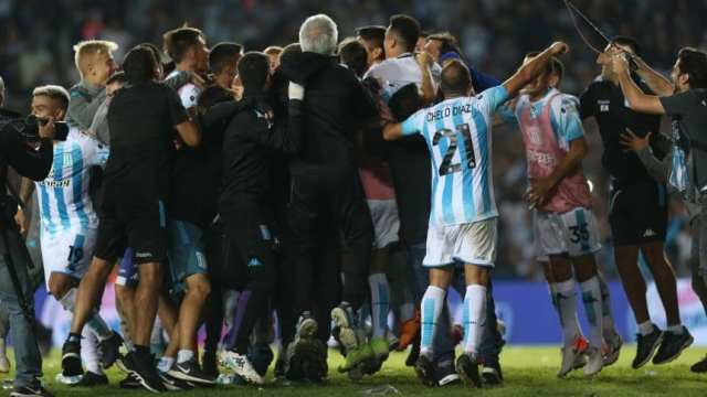 Superliga: Racing, con nueve, le ganó a Independiente un dramático clásico de Avellaneda