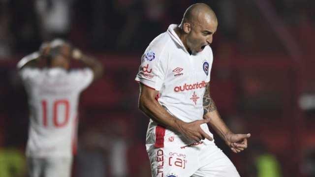 Argentinos Juniors: Santiago Silva firmó su continuidad