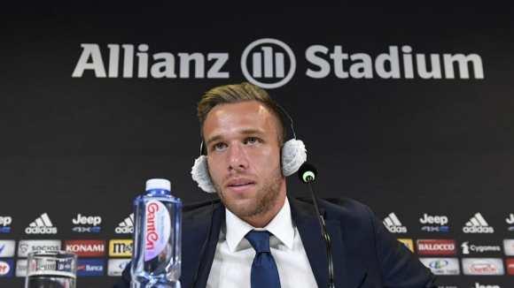 Arthur, entusiasmado con volver a jugar con Suárez: 'Aportaría un gran valor al equipo'