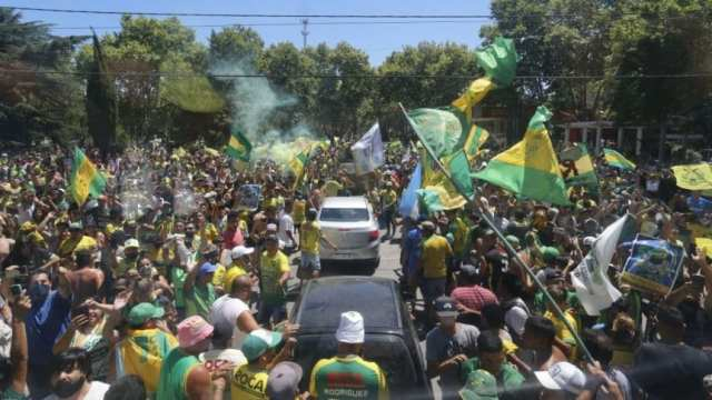 ¡Coparon Ezeiza! Una multitud se acercó a recibir a los campeones de Defensa y Justicia