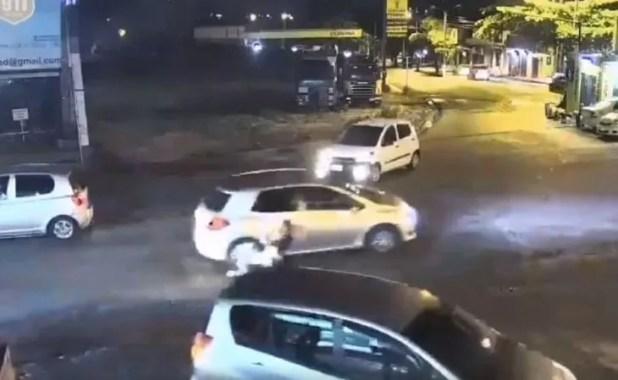 Una mujer sería la que atropelló y arrastró a una estudianteen la ciudad de Lambaré.