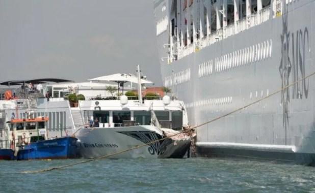 La colisión se produjo en el canal de la Giudecca. No hubo heridos graves en el percance.