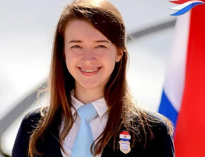 <p>Natasha Hrycan, a sus 19 años, busca ser una física en Paraguay.</p>