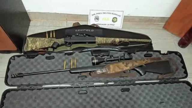 Luego de un procedimiento cargado de tensión, se secuestraron dos armas de fuego.