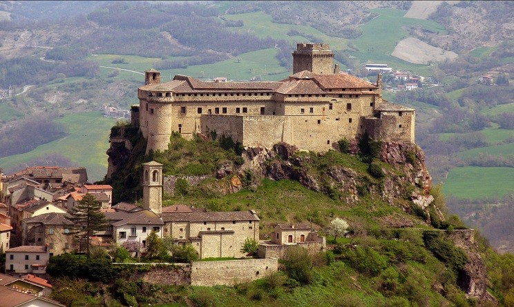 Risultati immagini per castelli italiani più belli