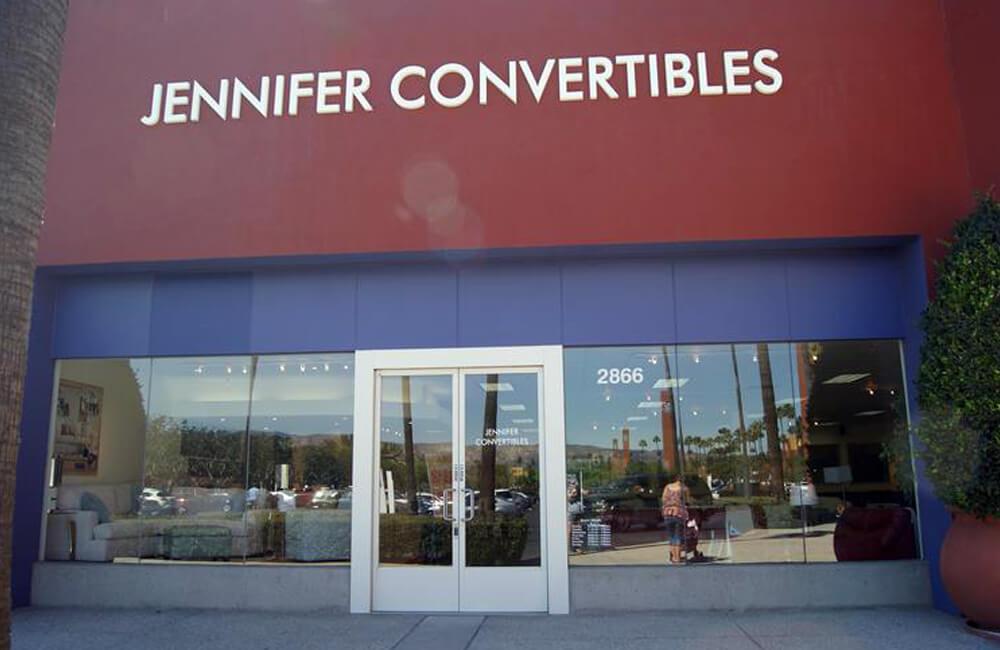 Jennifer Convertibles Inc @Fumnight71 / Twitter.com
