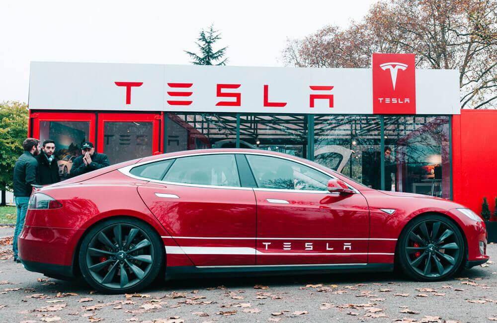 Tesla © Hadrian / Shutterstoc.com