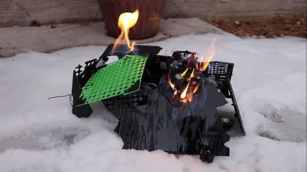 Xbox Series X y su mando ardiendo en la nieve.