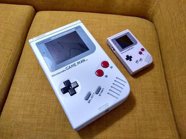 Game Man comparada con la Game Boy original.