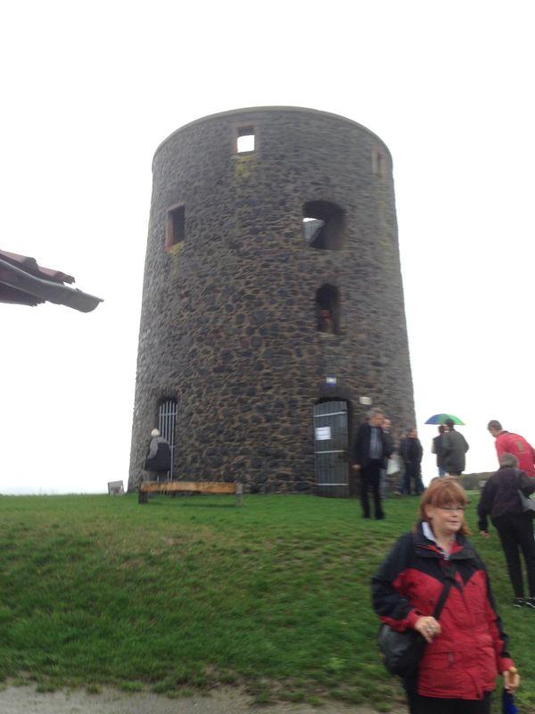 Vi går upp i tornet för att se utsikt och vandringsleder.