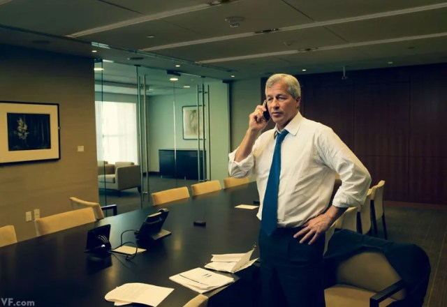 Hanging Tough Jamie Dimon At The Jpmorgan Chase Office In Washington D C Patriots Quarterback Tom Brady Told Him To Hang In There As The London Whale