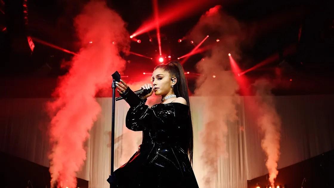 Ariana Grande Injured Hand