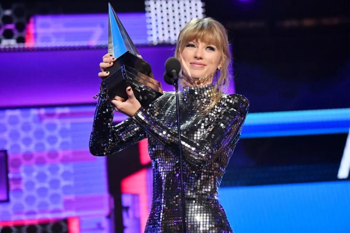 Taylor Swift at the American Music Awards on October 9, 2018.