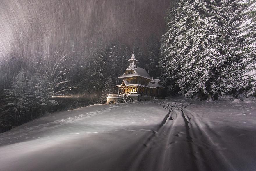 Så här års är bergen i Polen ett sagolikt vinterland – se själv!