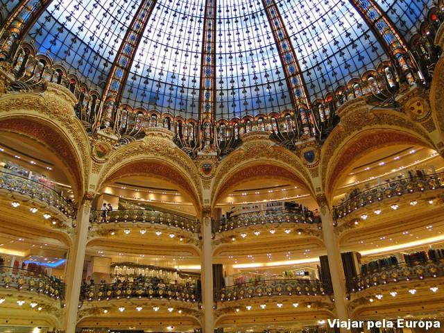 Interior da Galeries Lafayette... um luxo!