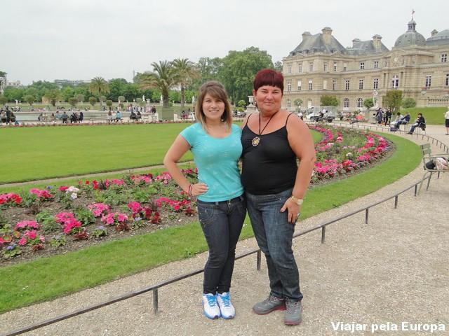 Eu e mamãe no Jardim de Luxemburgo
