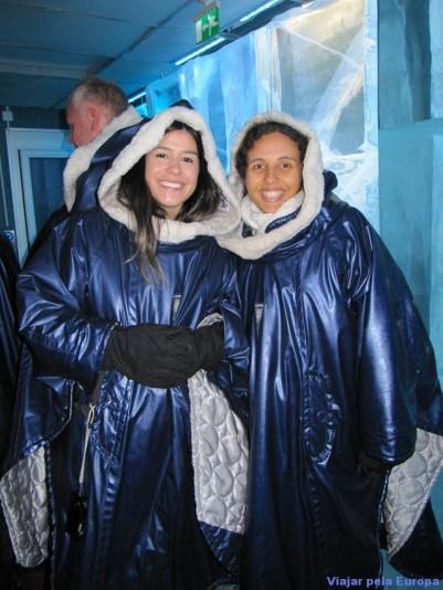 Laís e Juliana no Icebar.