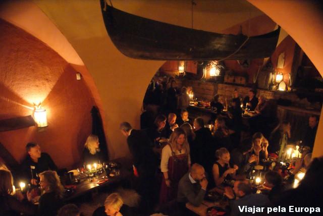 Muita animação nesse jantar típicamente viking em Estocolmo.
