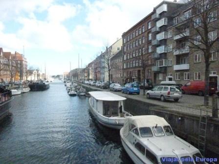Passeio de barco pelo canal de Copenhague.