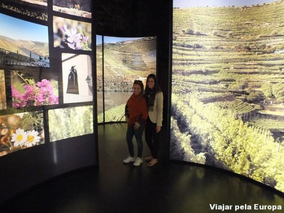 Gi e Estela na Cave Sandeman, Porto.
