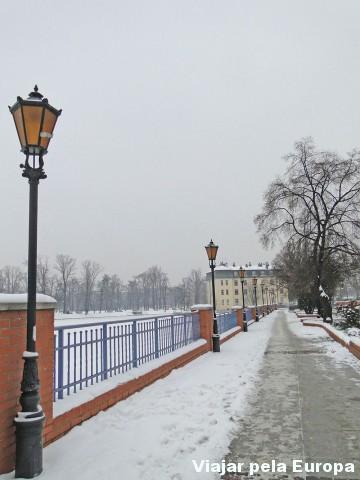 Mesmo com o rio congelado percorrer ao lado de uma ponto é adorável :)