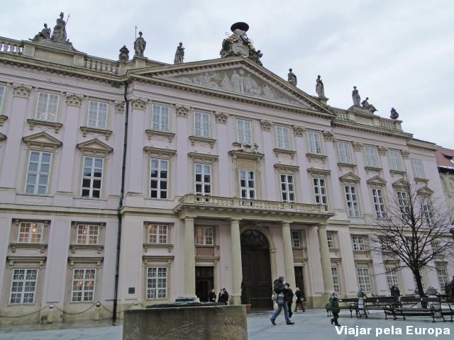 A frente do palácio :)
