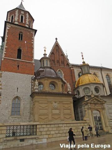 Se a frente da Catedral de Cracóvia é linda... como será o interior?