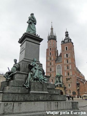 Monumentos e igrejas não podem faltar no cenário de um centro histórico