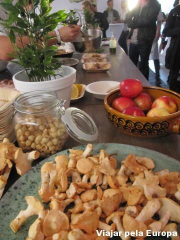 Cogumelos Kantarell, um dos ingredientes queridinhos da culinária sueca.