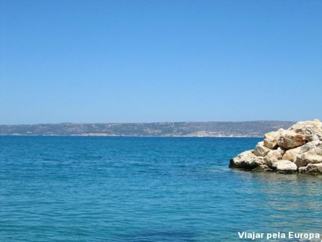 Uma caminhada de 5 minutos e estamos na linda praia de Kalyves.