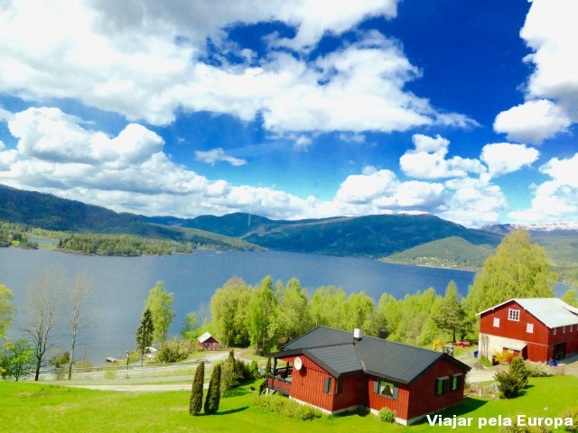 Paisagem da viagem de trem pela Noruega. Em algum lugar entre Oslo e Bergen.