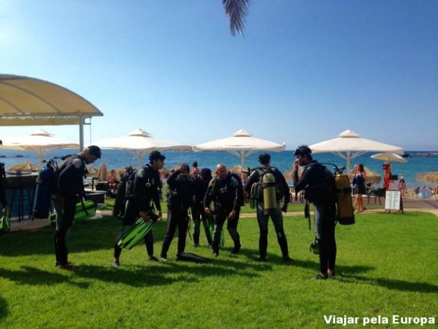 Parte teórica do curso de mergulho da Blue Aventures Diving de Creta.