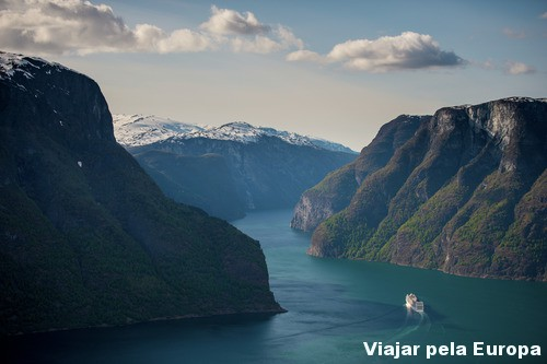 Os fiordes da Noruega parecem uma obra de arte da natureza!